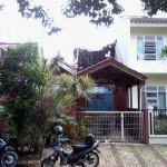 Renovasi rumah tua di villa serpong : ganti atap baja ringan