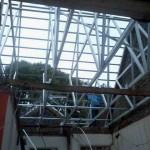 Renovasi rumah tua di villa serpong : ganti atap baja ringan 2